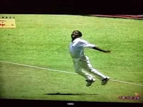 Muttiah Muralitharan Great Catch - Asia Cup Final 1997