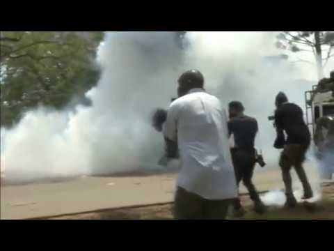 Police use tear gas on demonstrators in Nairobi
