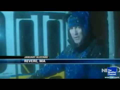 Mike Seidel The Weather Channel Pushes MTA Bus Out Of Snow ON NECN Revere, MA 1-12-2011