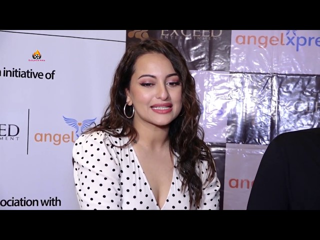Sonakshi Sinha Celebrate Pre Christmas With Underprivileged Kid's Of Angel Xpress Foundation