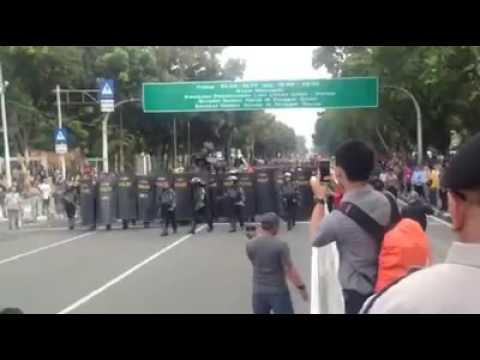 Aksi Demo Di Depan Istana Untuk Melengser Kan JOKOWI_JK