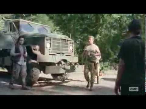 The Walking Dead S04E10 Eugene, Abraham & Rosita arrives