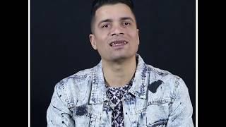 حسن شاكوش يستعرض مهاراته في الكورة.. ويختار أفضل اللاعبين في مصر