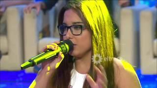 Una joven impactó cantando al ritmo de Abel Pintos