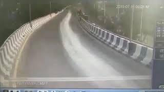 Navaluru bridge accident caught on CCTV||BRTS Bridge||Hubli-Dharwad||