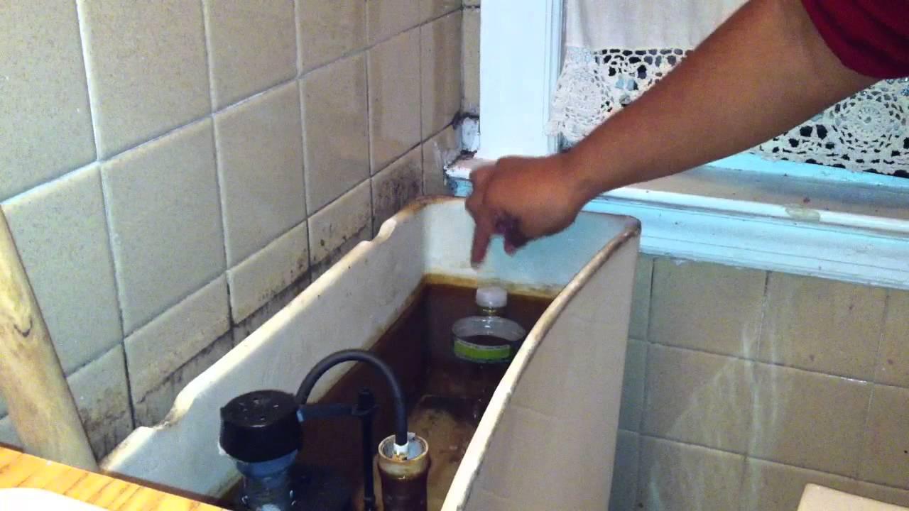 Ahorrar agua del inodoro reducir consumo agua youtube for Como colocar una mochila de inodoro