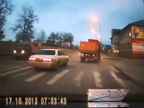 NEW scary children near killed in Russia!!Ребенок чуть погиб car crashes