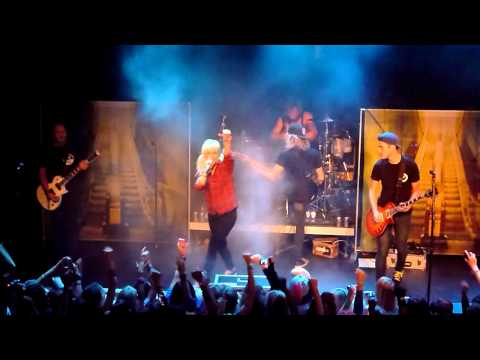 Tonight Alive - Revenge And Its Thrills | Dynamo, Eindhoven