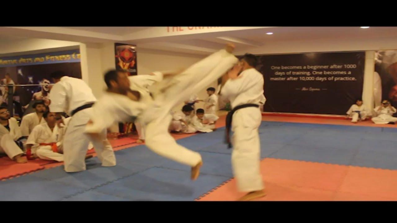 Kyokushin : combats à frappes réelles & KO - YouTube
