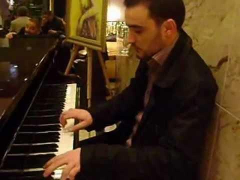 AZNAVOUR - La bohème (Piano) - Hotel HILTON Alger (by Ptizoi)