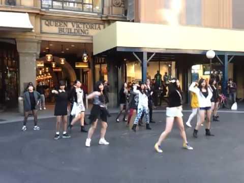 kpop-flashmob-in-the-qvb