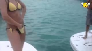 супер прикол на яхте мужик учит как танцевать