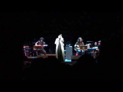 Ratu Rock Ella - Medley Tinggal Tanda Tanya,Tiada Tangis Lagi & Retak