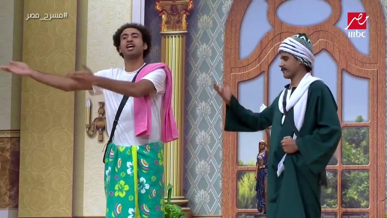"""علي ربيع يغني """"بتناديني تاني ليه"""" بطريقته الخاصة في #مسرح_مصر"""