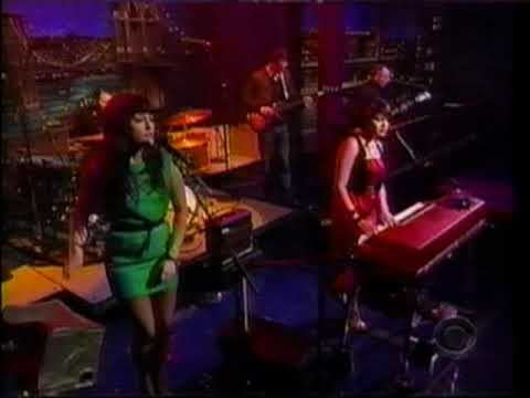 Norah Jones - Chasing Pirates (Late Show With David Letterman 11-11-09)