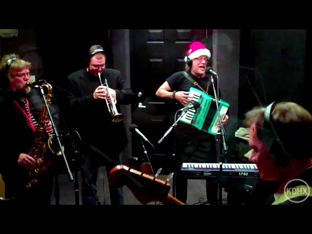 "Brave Combo ""Jingle Bells"" Live at KDHX 12/17/10"