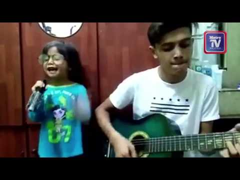 Kanak-kanak menyanyi lagu Aisyah