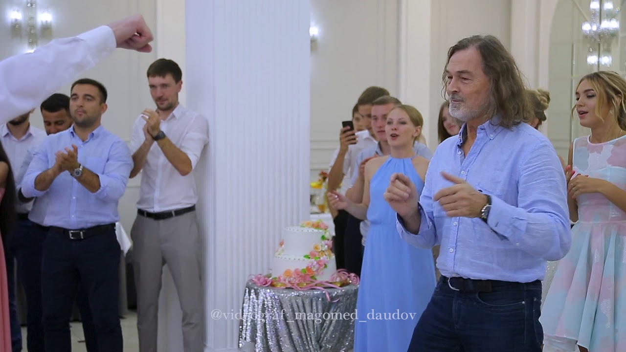 Никас Сафронов танцует лезгинку