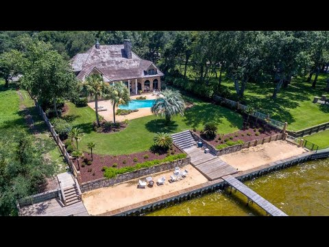 211 Calhoun Ave Waterfront Home For Sale in Destin, Florida