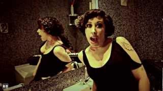 Ana Elena Pena y Gilbertástico - Dejad que los tarados se acerquen a mí | Water Tape (HD)