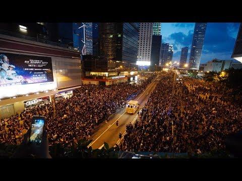 Protesters Giving Way to Ambulance in Hong Kong | Telugu News | hmtv