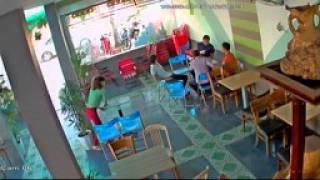 Đánh nhau trong quán Cafe