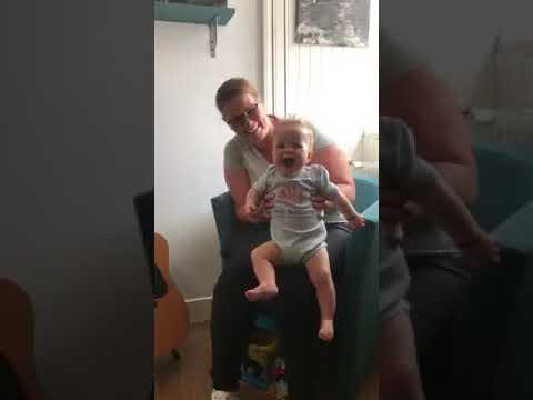 Jesse helemaal blij met nieuwe Baby-Bootcamp® romper