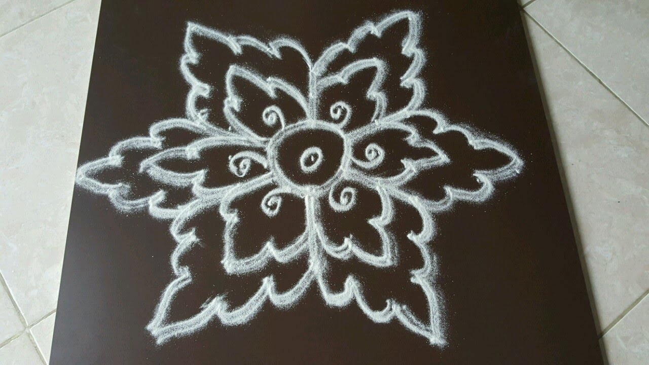 Simple Kolam With 7 To 4 Interlaced Dots