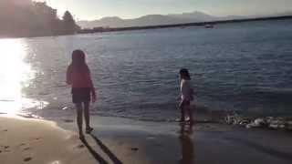 Audrey & Kate Having Fun At a San Fran Beach - サンフランシスコの浜辺で遊ぶオードリー&ケイト