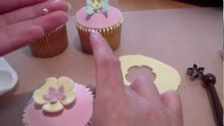 Gambar cover How to Make Cupcake Toppers (4) - Fondant Flower