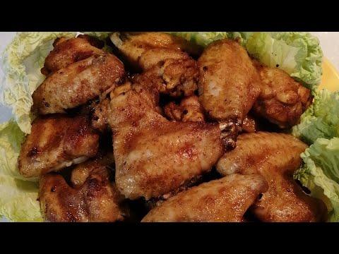Пикантные куриные крылышки в духовке . Готовятся быстро, съедаются моментально.