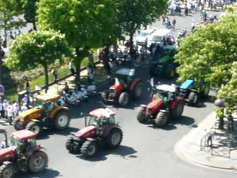 Visually amazing Agricultural strike Paris, France 4.27.10.MOV