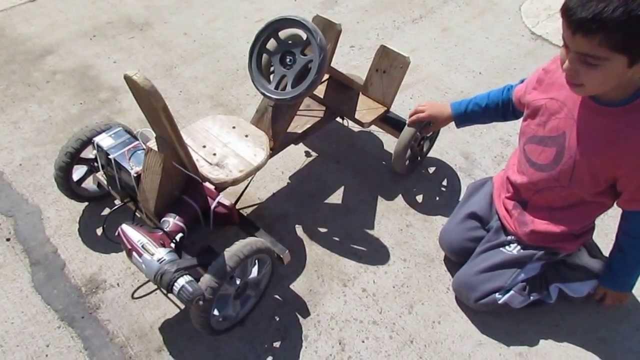 Auto a batería de madera para niño utilizando un taladro inalambrico ...