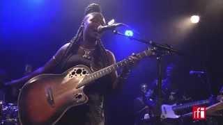 """Marema chante """"Femmes d'affaires"""" - Live à Paris (1)"""