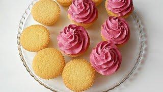 Нежнейшие бисквитные кексы с воздушным ягодным кремом.