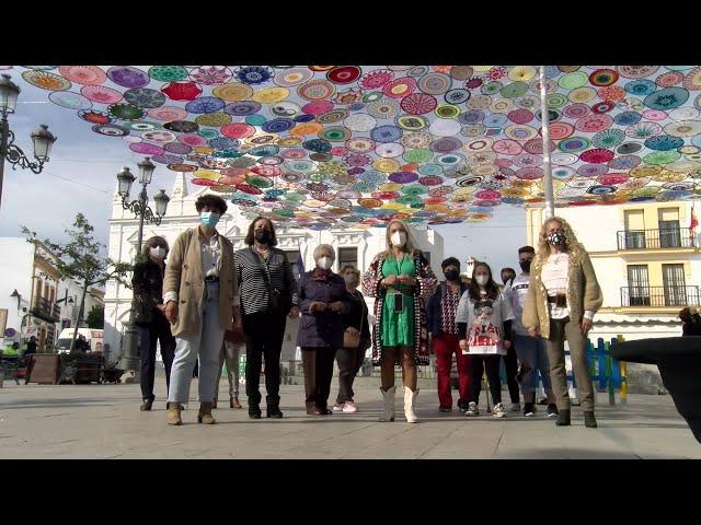 Cartaya Tv | El Ayuntamiento entolda Plaza Redonda con un millar de aros de croché