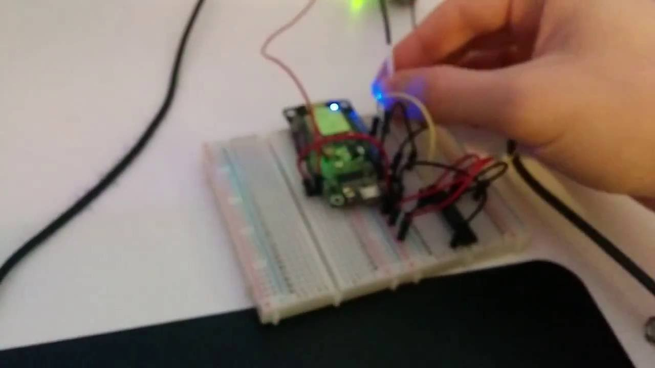 Driving Neopixels with 3 3v signals using 74HC245 buffer chip