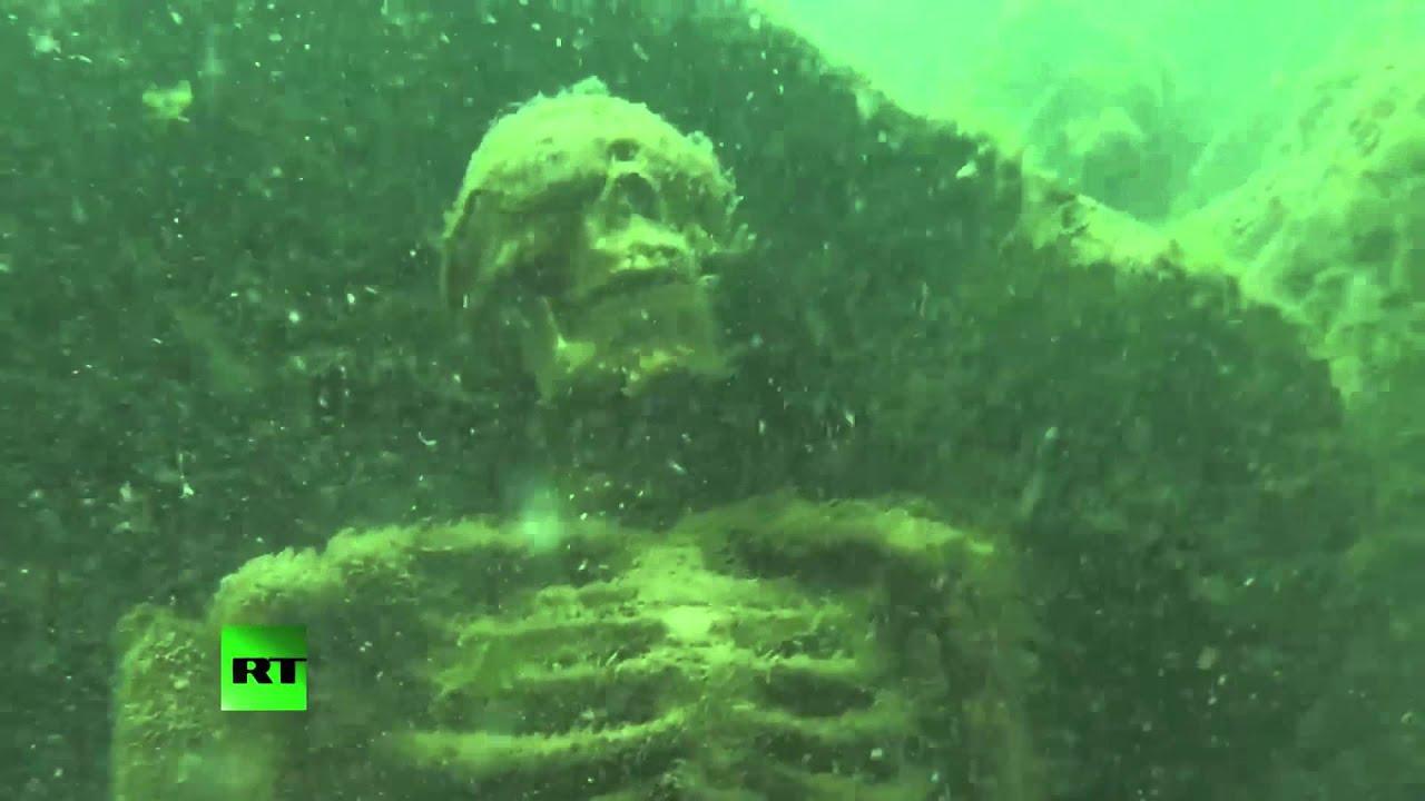 Fish Tank 3d Wallpaper Underwater Skeleton Tea Party Art Display Discovered At