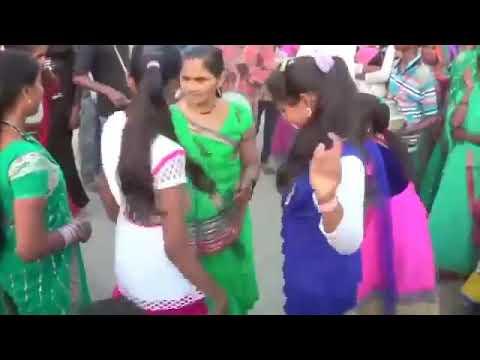 Desi dance singer Prem pratigya ke gane par