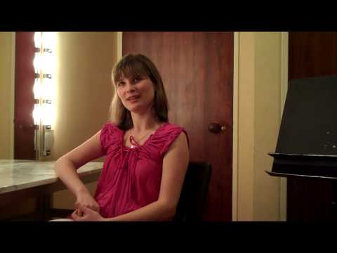 "09-10 Season Finale flipCam Video #1: Lisa Batiashvili ""at home"" with Sibelius"
