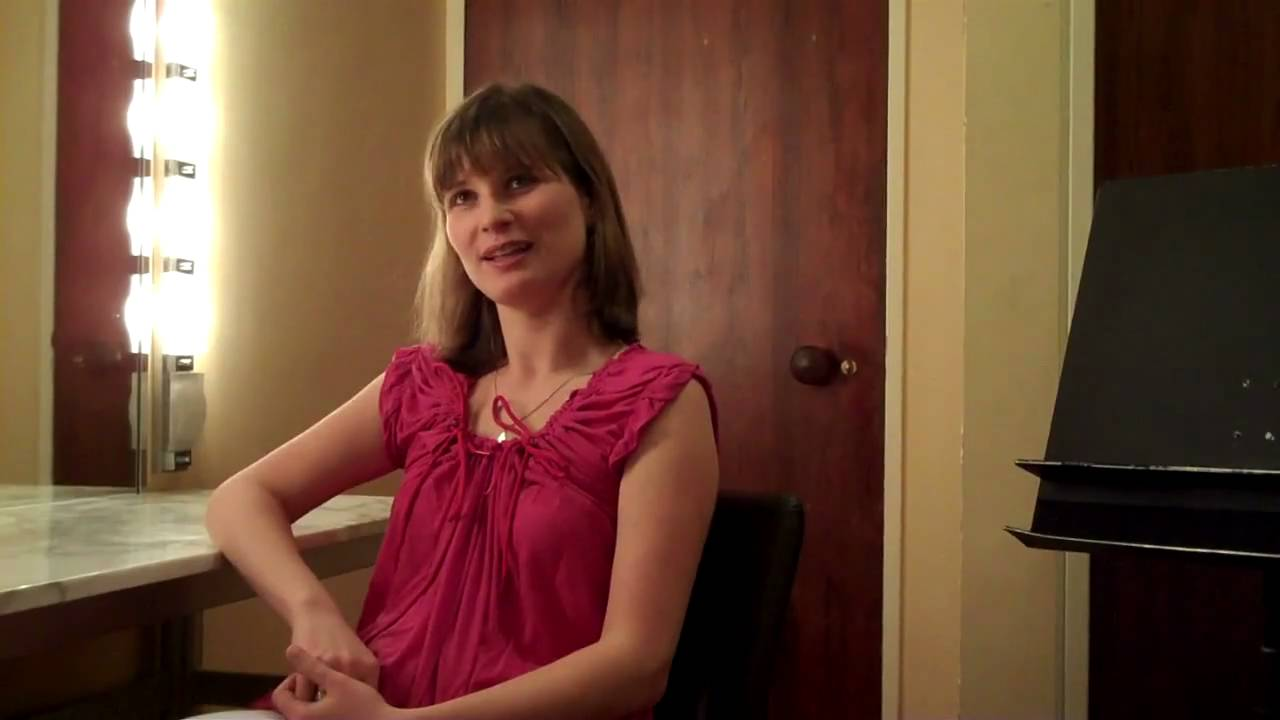 "09-10 Season Finale flipCam Video #1: Lisa Batiashvili ""at home"" with Sibelius"