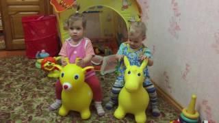 Детские лошадки - веселые скачки Baby horses - fun racing