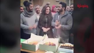 بالفيديو والصور ...تامر حسني وفريق 'تصبح علي خير' يحتفلون بعيد ميلاد درة