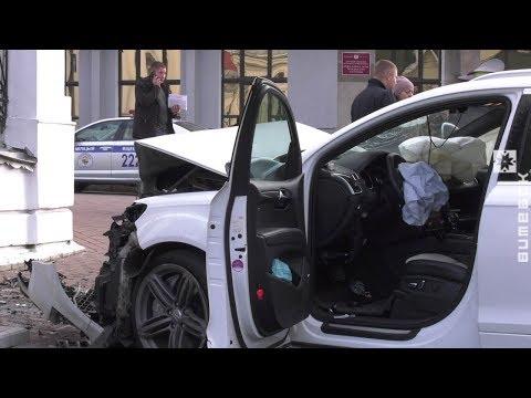 В центре Витебска автомобиль врезался в ограду церкви (24.10.2019)