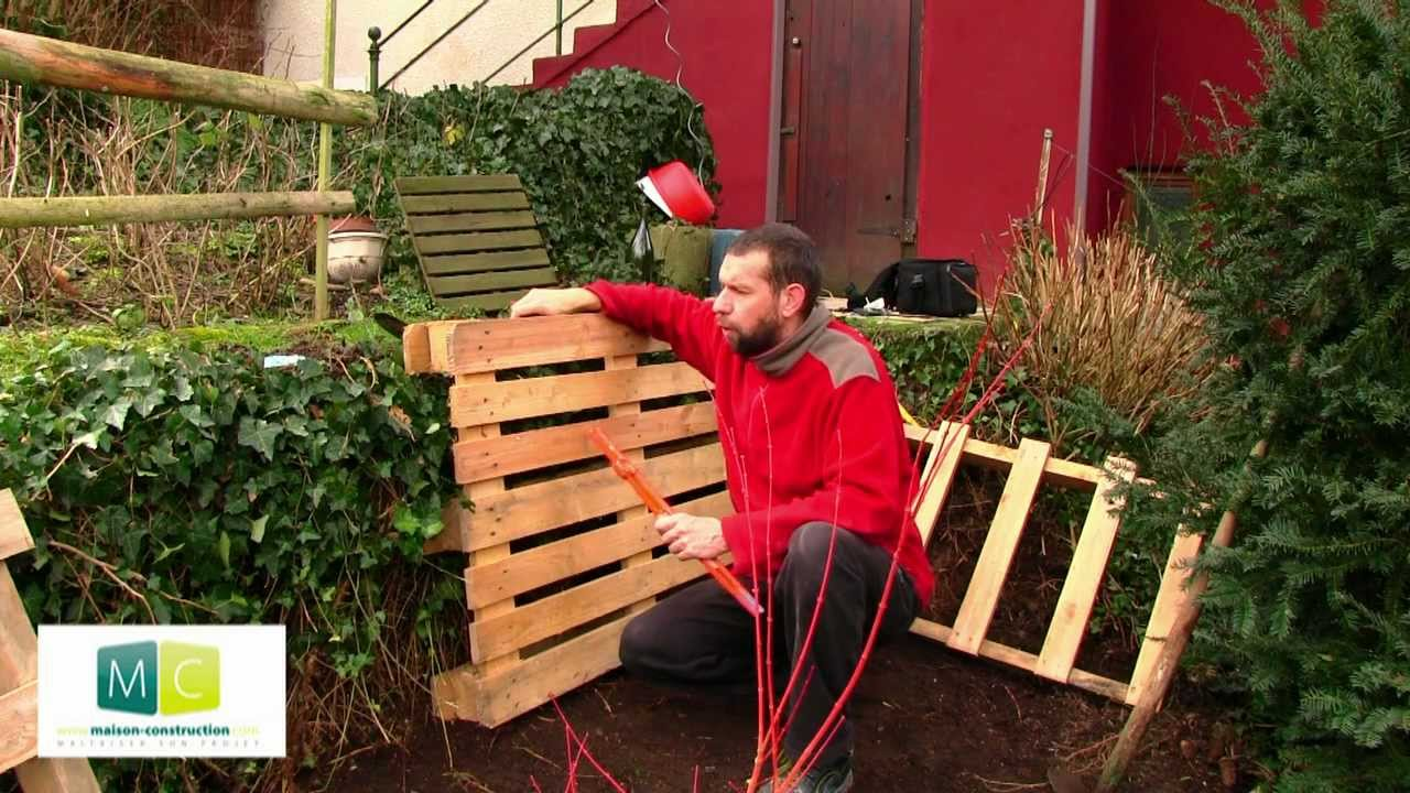 composteur en palette faire son compost pallets composter make your own compost video youtube. Black Bedroom Furniture Sets. Home Design Ideas