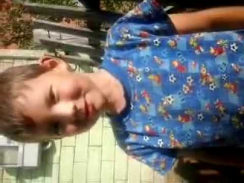 Мальчик в голубой майке дрочит фото 220-122