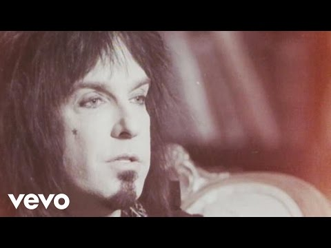 Sixx:A.M. - This Is Gonna Hurt: The Documentaries, Episode 1