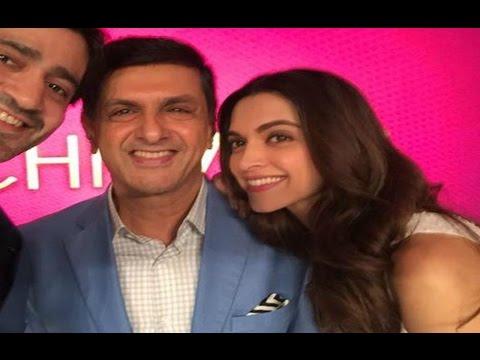 Deepika Padukone Pose With Her Father Prakash Padukone ...