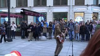 Уличный музыкант в Питере 01.05.2015