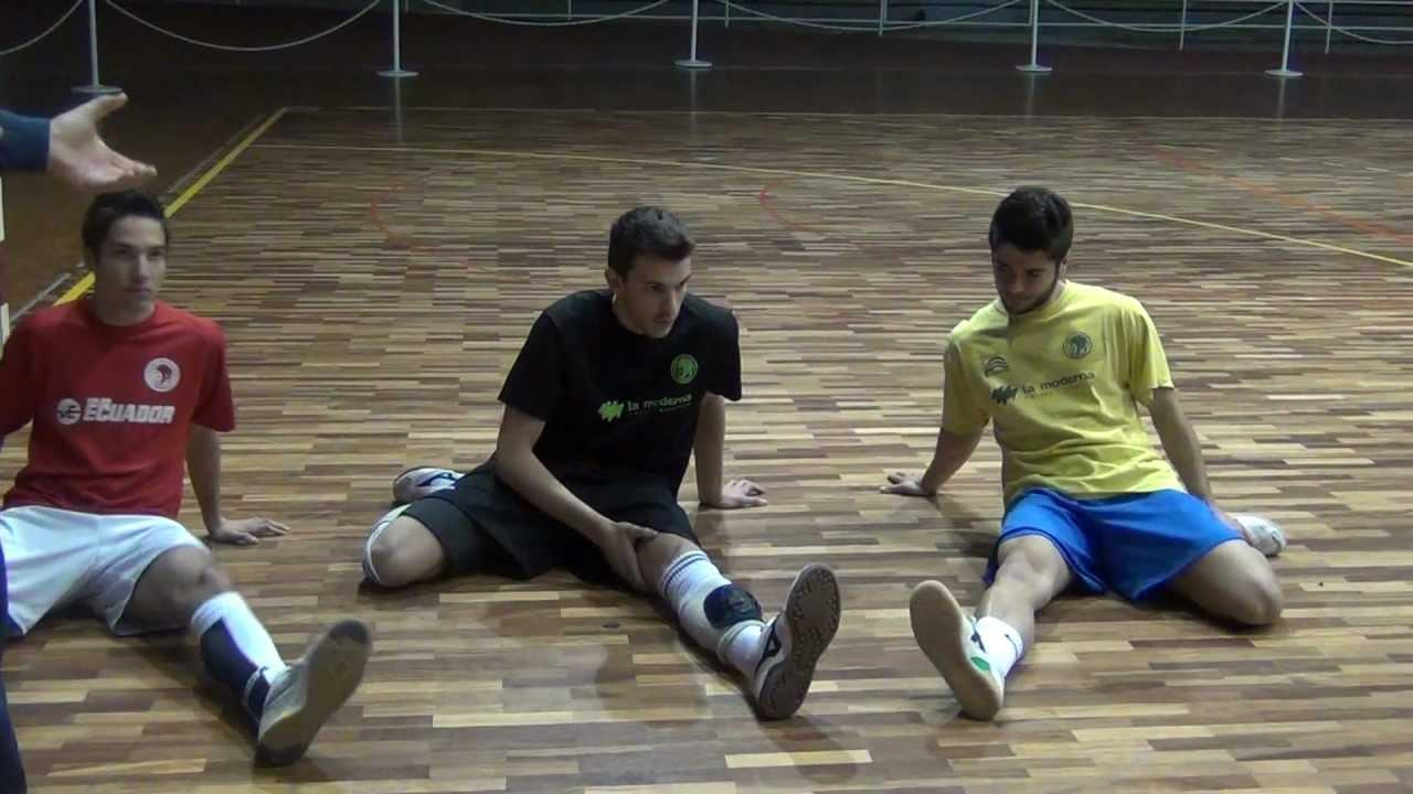 Cómo estirar en el fútbol sala - YouTube 4d1e13cc1faae